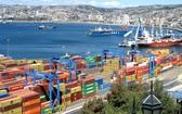 智利將投資 55 億美元振興經濟。圖為智利第一大集装箱港口瓦尔帕莱索。(圖源:互聯網)