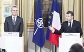 法總統(右)在巴黎與北約秘書長舉行會談。(圖源:AFP)