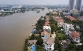 圖為沿西貢河畔的草田區別墅及高樓公寓一瞥。(圖源:小翠)