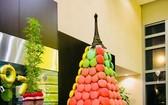 美爵酒店以馬卡龍餅拼成的聖誕樹。