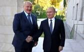 白俄羅斯總統盧卡申科(左)和俄羅斯總統普京。(圖源:TASS)