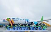 越竹航空公司昨(22)日在河內內牌機場迎接首架波音787夢想客機。(圖源:竹梅)