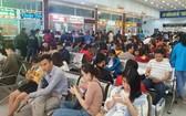 民眾等待發售春運車票。