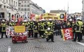 馬賽消防員示威。(圖源:東方 IC)