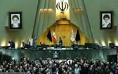 伊朗伊斯蘭議會議員高呼反美口號。(圖源:ISNA)