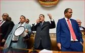 路易斯・帕拉(右二)在議會發表演講。(圖源:互聯網)
