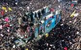 伊朗指揮官蘇萊曼尼於家鄉下葬,逾百萬民眾到場送別。(圖源:路透社)