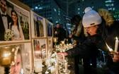 加拿大公民在事故中遇難,滿地可市民眾舉行悼念活動。(圖源:AP)