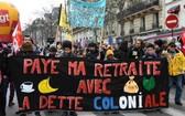 當地時間29日,法國10萬人繼續走上街頭,堅持抗議遊行,響應罷工,反對政府推動的退休制度改革。(圖源:互聯網)