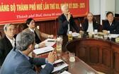 承天-順化省省委常務處領導在會上發表意見。(圖源:光峰)