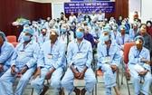 該精舍護法理事會代表與手術後患者合照。