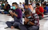 馬來西亞預期新冠肺炎疫情將蔓延很久,首相慕尤丁宣佈,從18日到31日封鎖全境,防止新冠肺炎疫情擴大。 (圖源:AP)