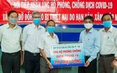 平陽省土龍木天后宮理事會代表向該省的新冠肺炎疫情防控工作贊助2億元。