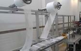 該校機械學系成功製造自動生產醫用口罩設備。