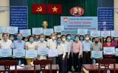 第五郡十五個坊、各華人會館、企業單位代表應邀參加時合影。