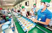 本市某公司的餅乾生產線。