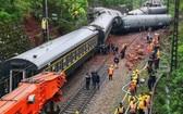 京廣線湖南省郴州境內,T179次(濟南至廣州)列車發生脫軌側翻事故現場。(圖源:AFP)