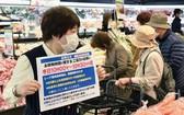 """日本生活協同組織""""CO-OP神戶""""8日開始對兵庫縣和大阪府全部99家超市實施開門後30分鐘僅限老年人和殘障人士等入店的措施。(圖源:共同社)"""