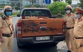 被交警截查的非法運送醫用口罩之皮卡車。(圖源:PC08)