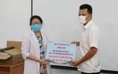 愛華餅乾股份公司代表向辛勞抗疫的醫護人員表達敬意和致謝。 