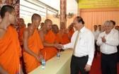阮春福總理會見高棉族同胞。(圖源:光孝)