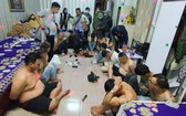 職能力量突擊檢查時現場發現16名男女青年正沉醉在毒品狂歡狀態中。(圖源:警方提供)