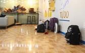 奶茶店主樂意讓學生免費入住。