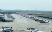 疫情期間的新山一機場停機坪泊滿飛機。