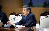 4月17日,在首爾龍山區的國防部大樓,防長鄭景鬥主持召開國防改革2.0與智能國防創新檢查會議。 (圖源:韓聯社)