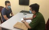 警方向嫌犯阮昇龍錄取口供。(圖源:陲玲)
