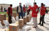 世界糧食計劃署與敘利亞阿拉伯紅新月會合作,向阿勒頗附近的最脆弱的人們分發食物並確保他們瞭解如何防範冠狀病毒大流行。(圖源:WFP)