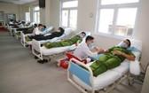 承天-順化省公安廳幹部和戰士們參加志願捐血活動。(圖源:T.H)