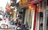 昨天23日上午,河內市許多商店已開始恢復營業。(圖源:VOV)