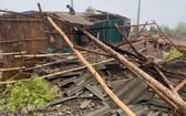 一場冰雹夾帶狂風本月22日晚上發生,導致奠邊省南坡縣數十間民房嚴重損毀。(圖源:文成章)