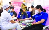 熱心市民踴躍前來捐血救人奉獻愛心。(圖源:天青)