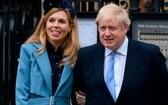 英國首相約翰遜與未婚妻凱莉‧西蒙茲。(圖源:互聯網)