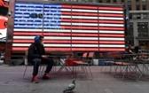 通常人潮湧動的時報廣場,現在幾乎空無一人。(圖源:Getty Images)