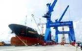 西貢港隨時迎接貨輪靠岸。(圖源:雄阮)