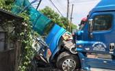車禍現場,路邊巴士候車站被摧毀,殃及一名等車的無辜婦女慘死。(圖源:進達)