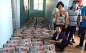 平西市場越華商販昨(10)日組團到前江省美萩市展開奉獻愛心慈善活動。