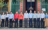 穗城會館理事長盧耀南及各理事與紅十字會工作團合影。