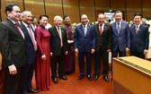 總書記、國家主席阮富仲與各代表出席會議。(圖源:VGP)