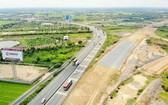 美順-芹苴高速公路項目全長23公里,投資總額逾4萬7580億元,回收土地總面積154公頃。(圖源:芝蘭)