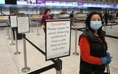 機場旅客必須保持 2米距離。(圖源:Getty Images)