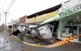 珀斯貝福德區一排商店在狂風暴雨襲擊中遭損壞。(圖源:互聯網)