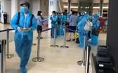 旅日越南公民匯集在成田國際機場準備登機回國。(圖源:外交部提供)
