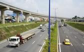 市國立大學交通樞紐的高架橋系統。