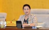 黨中央政治局委員、國會主席阮氏金銀主持會議。(圖源:Quochoi.vn)