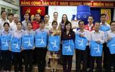 法國優格(Urgo)醫療用品公司越南辦事處昨(2)日下午在市紅十字會會址贈送1000盒創傷貼。