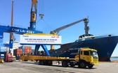 輸往美國的半拖車在朱萊港裝船。(圖源:PV)